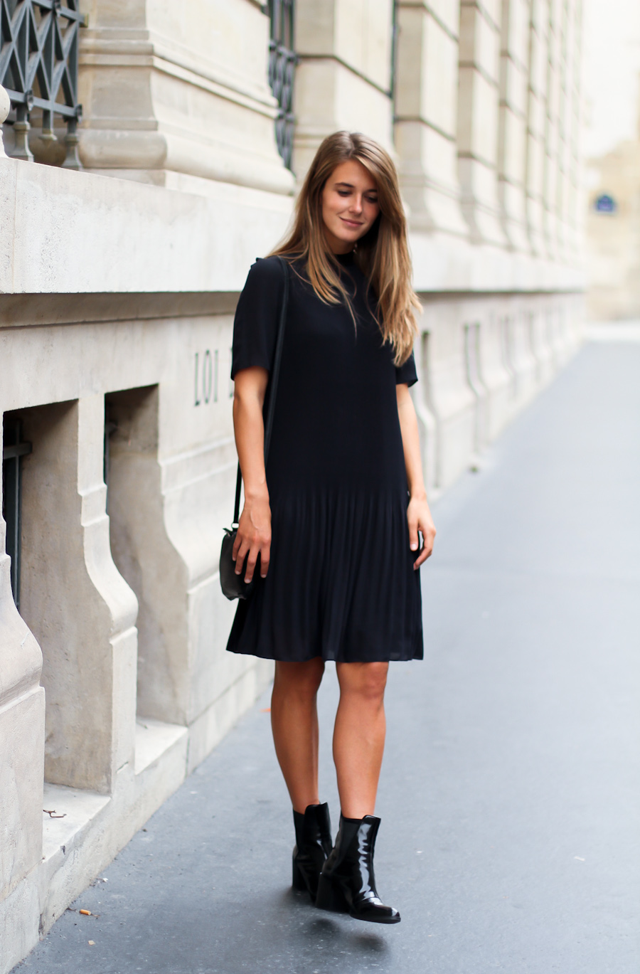IMG_4577-Clochet cos blue pleated dress paris