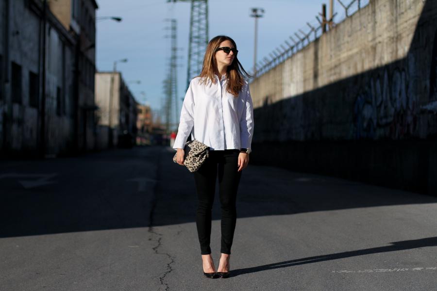 clochet - mango white shirt - zara highwaisted jeans - leo clutch-4