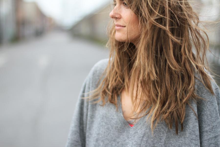 clochet - zara cashmere sweater - grey skinny jeans - acne shiloh clutch-8