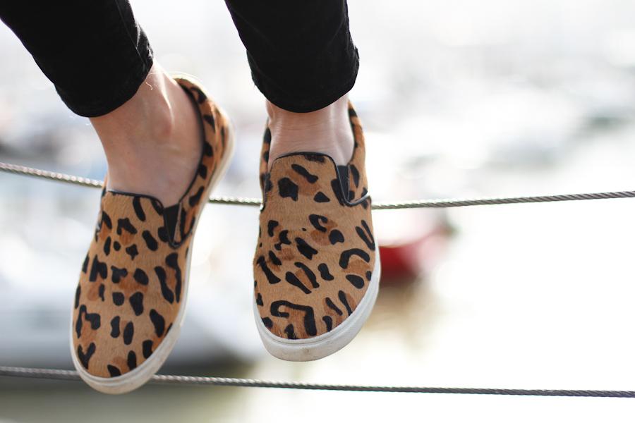 clochet - steve madden leopard slipons - zara beige knit - mango white shirt-6