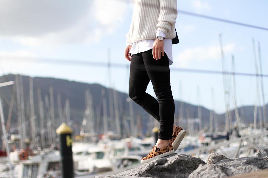 clochet - steve madden leopard slipons - zara beige knit - mango white shirt-7