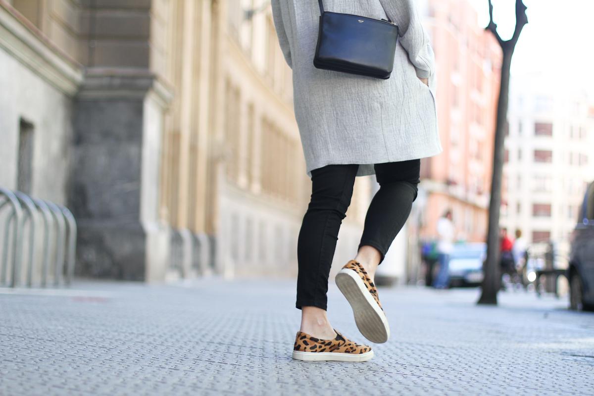 clochet - outfit - streetstyle -  mango grey coat- leopard slinpos - celine trio bag-4
