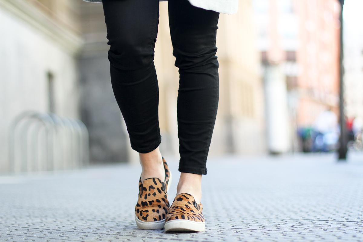 clochet - outfit - streetstyle -  mango grey coat- leopard slinpos - celine trio bag-6