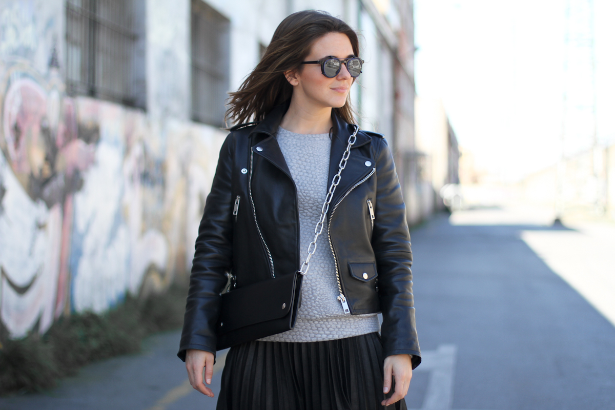 clochet - streetstyle - outfit - acne shiloh clutch - mango premium leather jacket- pleated skirt