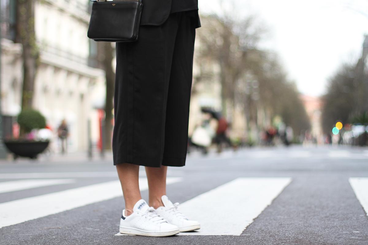 clochet - streetstyle - outfit - mango black culottes - celine trio bag - adidas stan smith-9