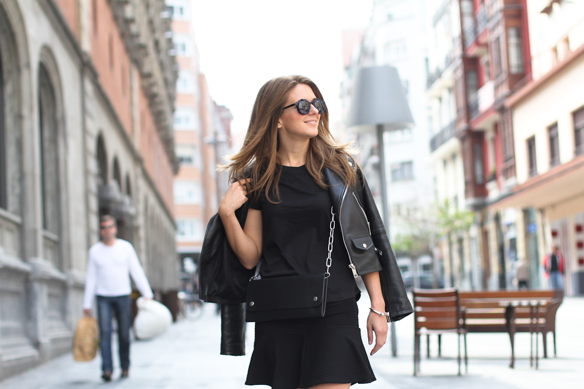 clochet - streetstyle - outfit - acne shiloh clutch bag - & stories sunnies - skater skirt - leather slipons-4