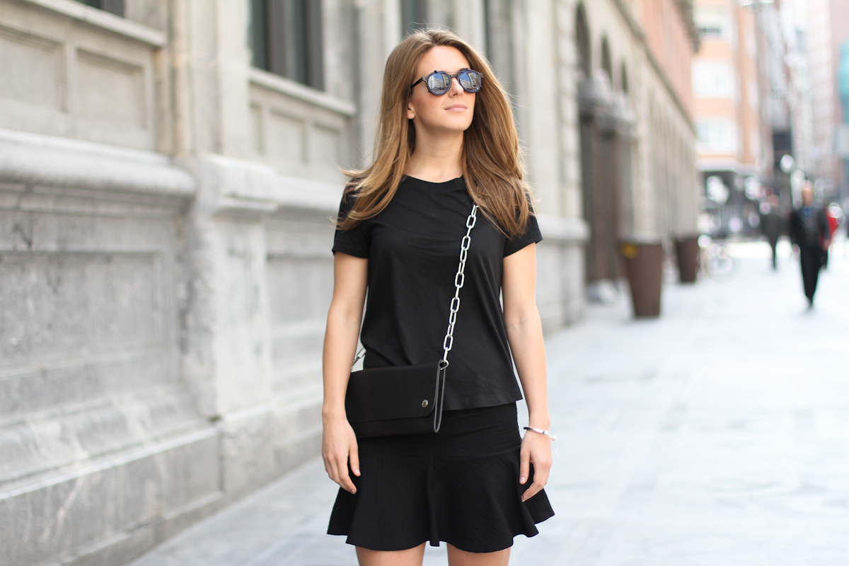 clochet - streetstyle - outfit - acne shiloh clutch bag - & stories sunnies - skater skirt - leather slipons-5