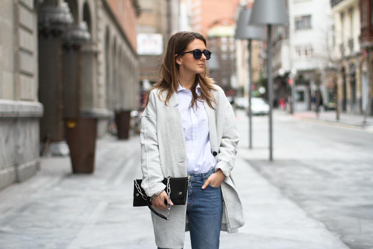 clochet - streetstyle - outfit - acne studios pop jeans - acne studios shiloh clutch - white platforms