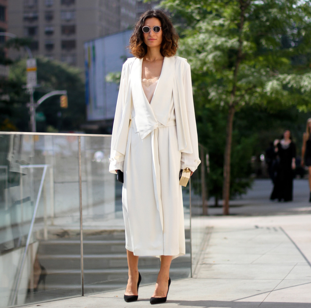 clochet - streetstyle - outfit - fashion week - new york fashion week - long light trench coat - pale lace dress