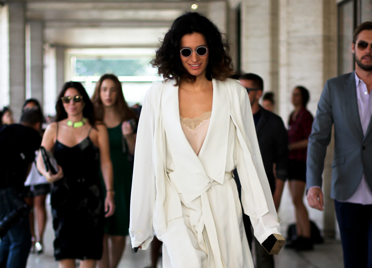 clochet - streetstyle - outfit - fashion week - new york fashion week - long light trench coat - pale lace dress-3