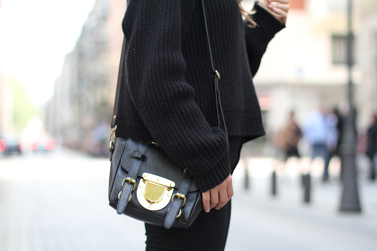 clochet - streetstyle - outfit - sushi bags tiny - fosco cowboy arson boots_-7