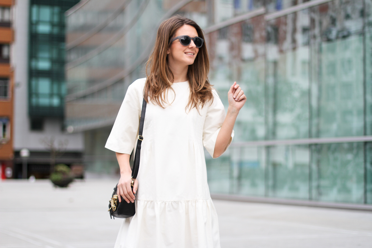 clochet - streetstyle - outfit - sushi tiny bag - & stories white dress - zara loafers-2