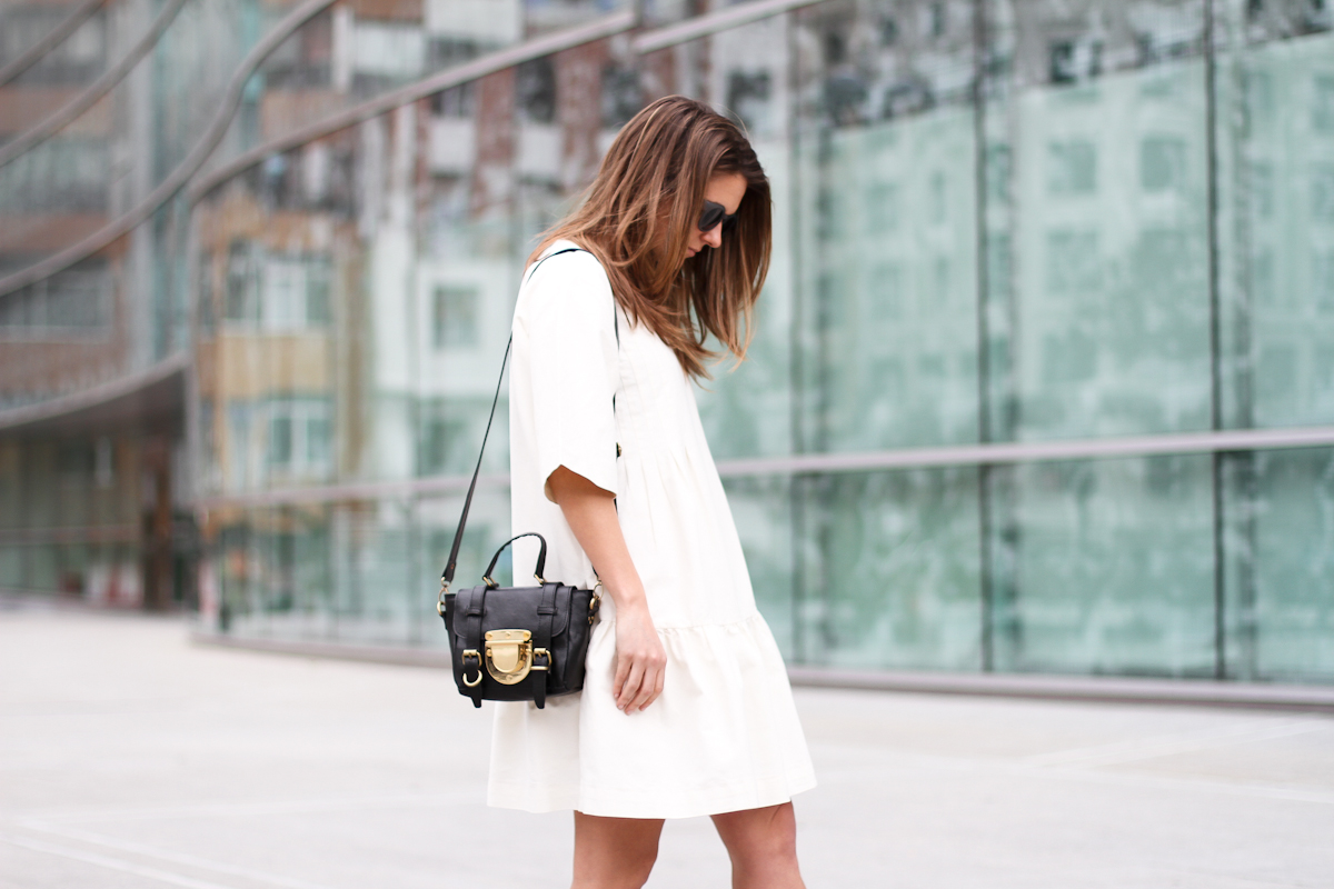 clochet - streetstyle - outfit - sushi tiny bag - & stories white dress - zara loafers-3