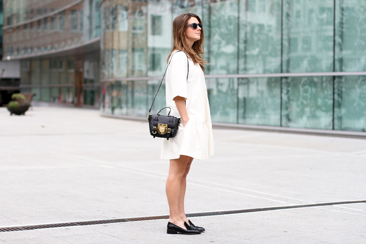 clochet - streetstyle - outfit - sushi tiny bag - & stories white dress - zara loafers-4