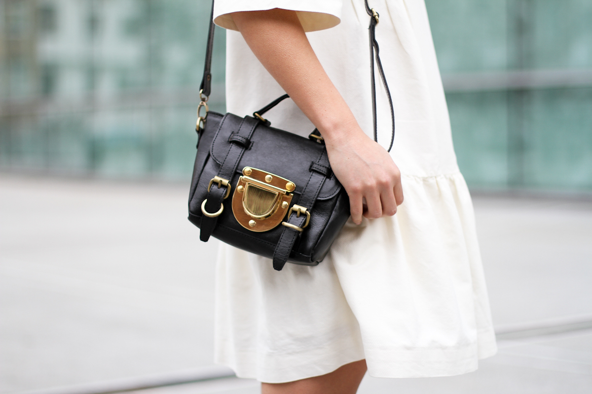 clochet - streetstyle - outfit - sushi tiny bag - & stories white dress - zara loafers-5