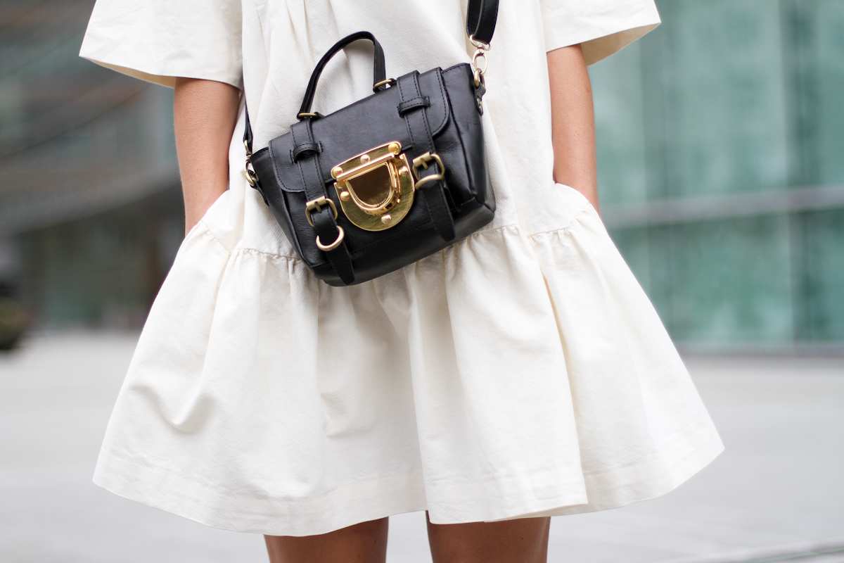 clochet - streetstyle - outfit - sushi tiny bag - & stories white dress - zara loafers-6