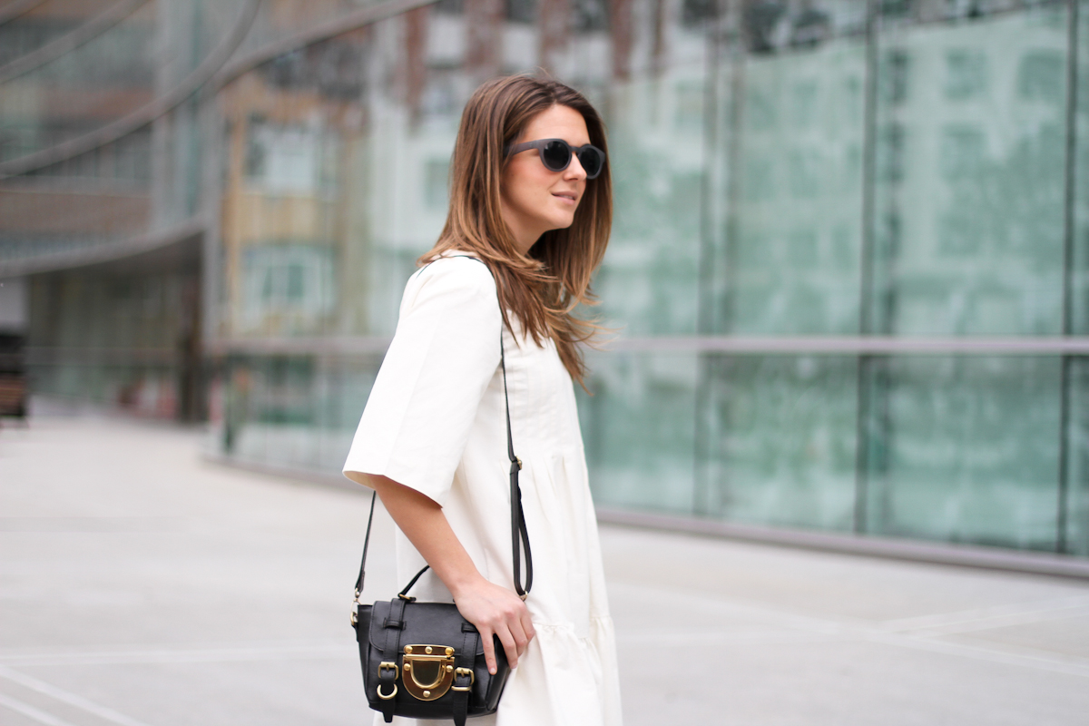 clochet - streetstyle - outfit - sushi tiny bag - & stories white dress - zara loafers