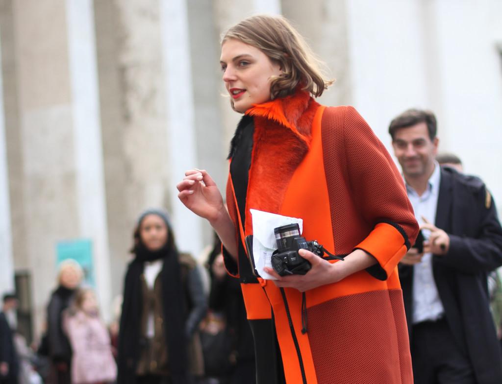 clochet - streetstyle - paris fashion week - nike ari max - orange structured coat-2