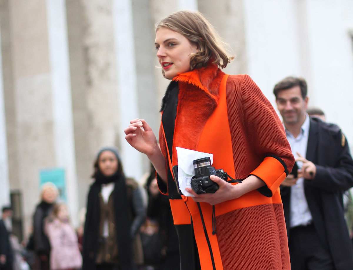 clochet - streetstyle - paris fashion week - nike ari max - orange structured coat-2