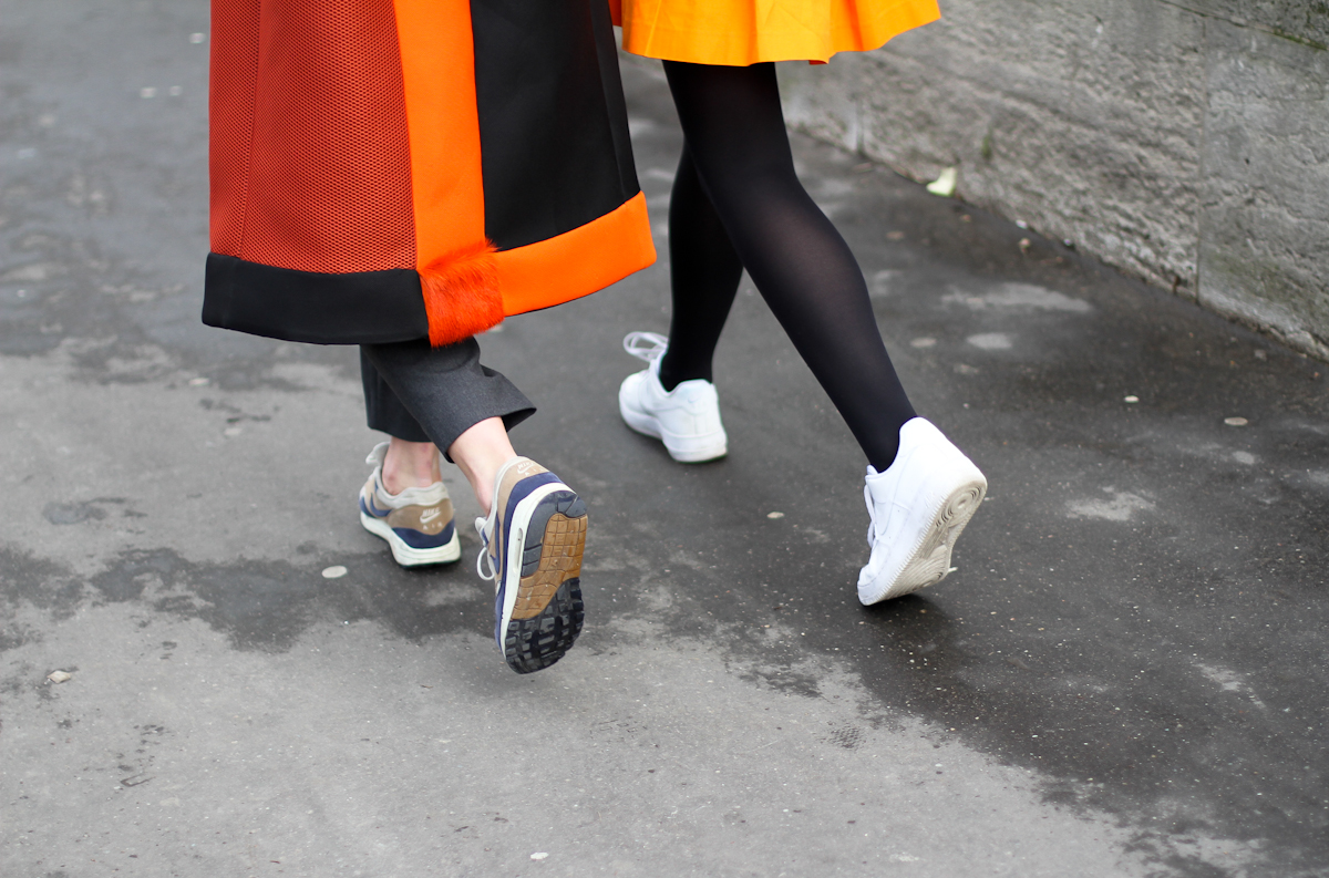 clochet - streetstyle - paris fashion week - nike ari max - orange structured coat-3