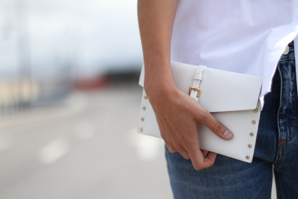 clochet - outfit- streetstyle - acne pop jeans - mango clutch - white structured shirt