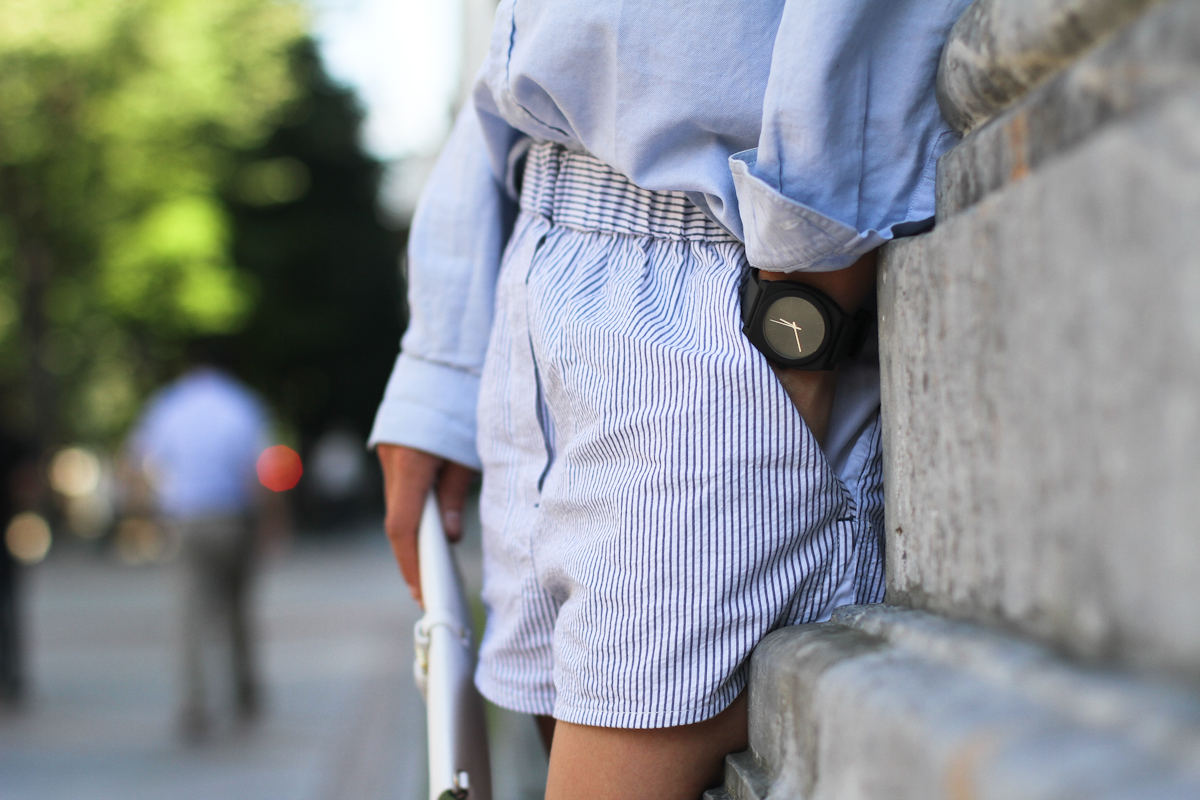 clochet - outfit- streetstyle - alexander wang style shorts - blue shirt - white platform sneakers-4