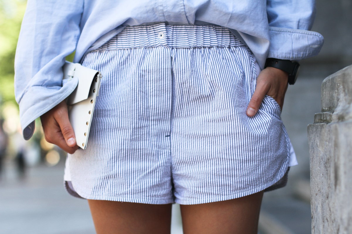 clochet - outfit- streetstyle - alexander wang style shorts - blue shirt - white platform sneakers-5
