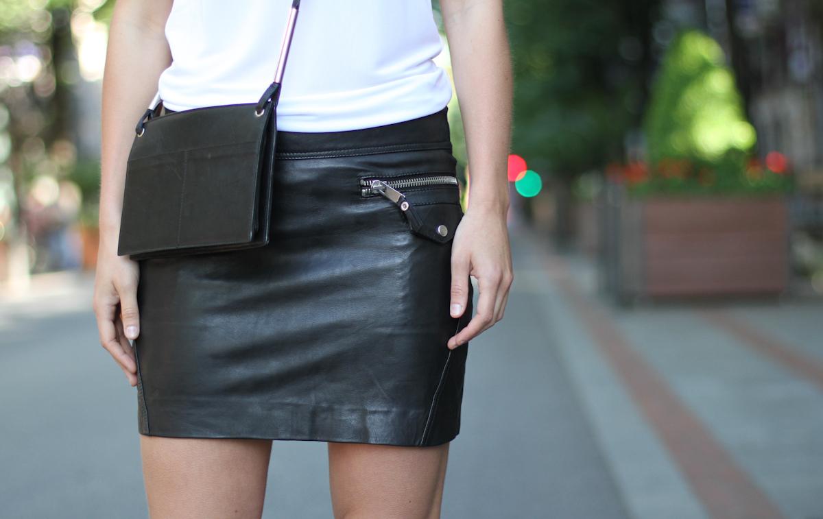 clochet - outfit- streetstyle - mango mini leather skirt - mango leopard slipons - cos bag-6