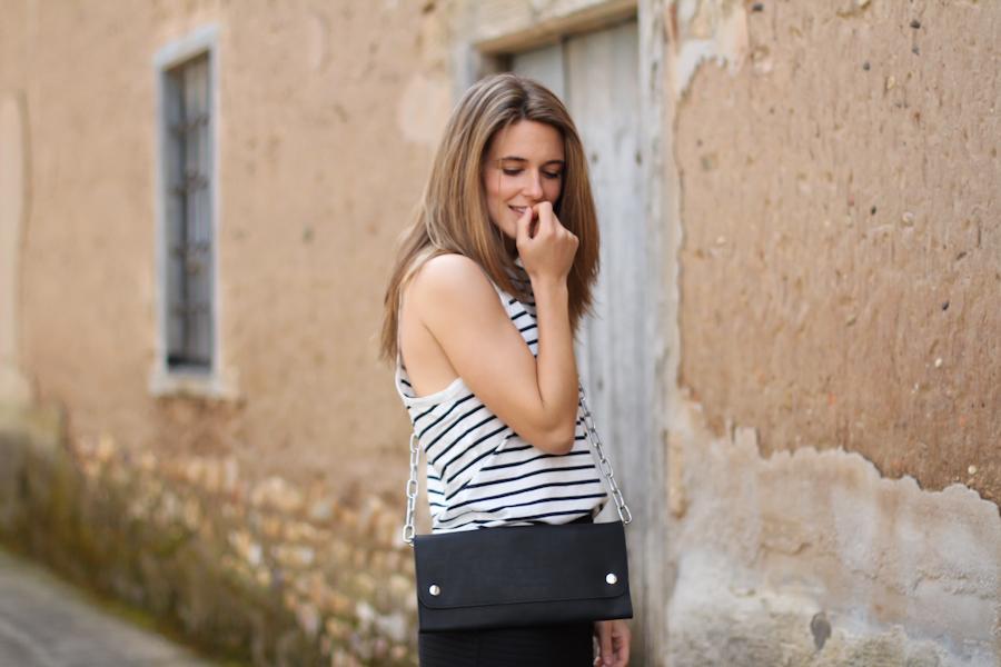 clochet - streetstyle - outfit - blanco black pencil skirt - acne shiloh bag - leather slipons-3