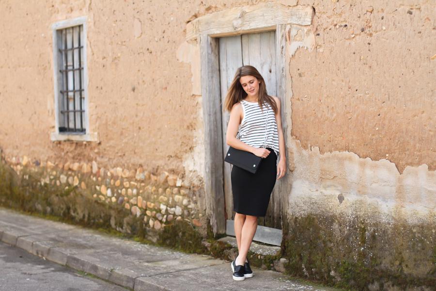 clochet - streetstyle - outfit - blanco black pencil skirt - acne shiloh bag - leather slipons-9