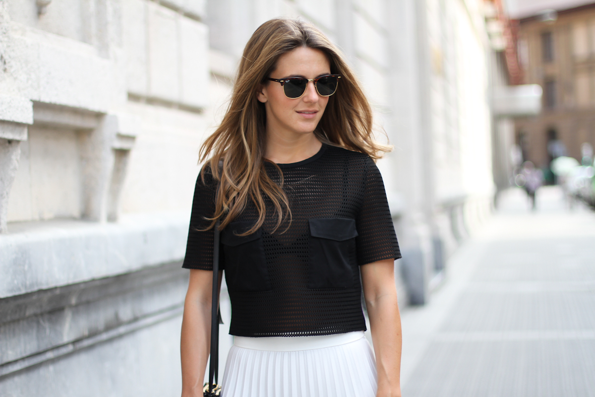 Clochet_Outfit_Streetstyle_zara_white_pleated_skirt_studio_cropped_top_-2