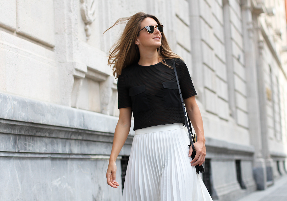 Clochet_Outfit_Streetstyle_zara_white_pleated_skirt_studio_cropped_top_-7