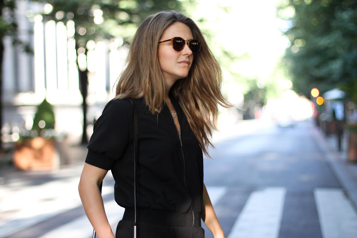 Clochet_outfit_streetstyle_girissima_jumpsuit_spektre_sunglasses_
