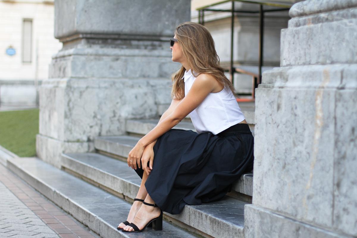 Clochet_outfit_streetstyle_suiteblanco_cropped_shirt_zara_popelin_skirt_-3