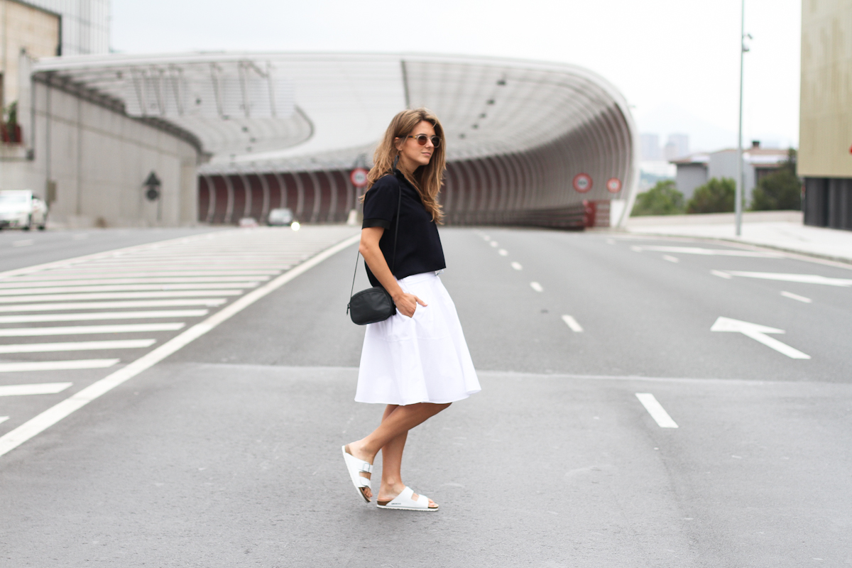 Clochet_outfit_streetstyle_zara_white_midi_skirt_birckenstock_arizona_-5