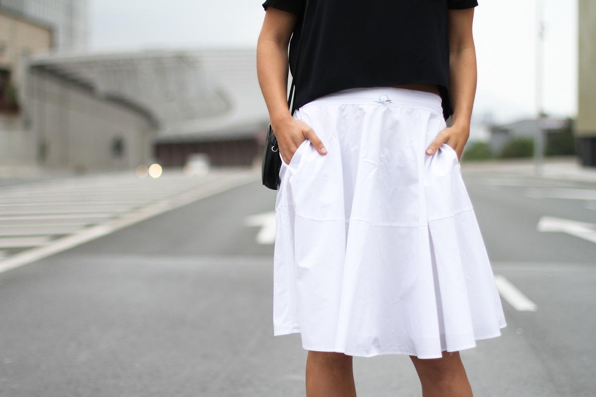 Clochet_outfit_streetstyle_zara_white_midi_skirt_birckenstock_arizona_-7