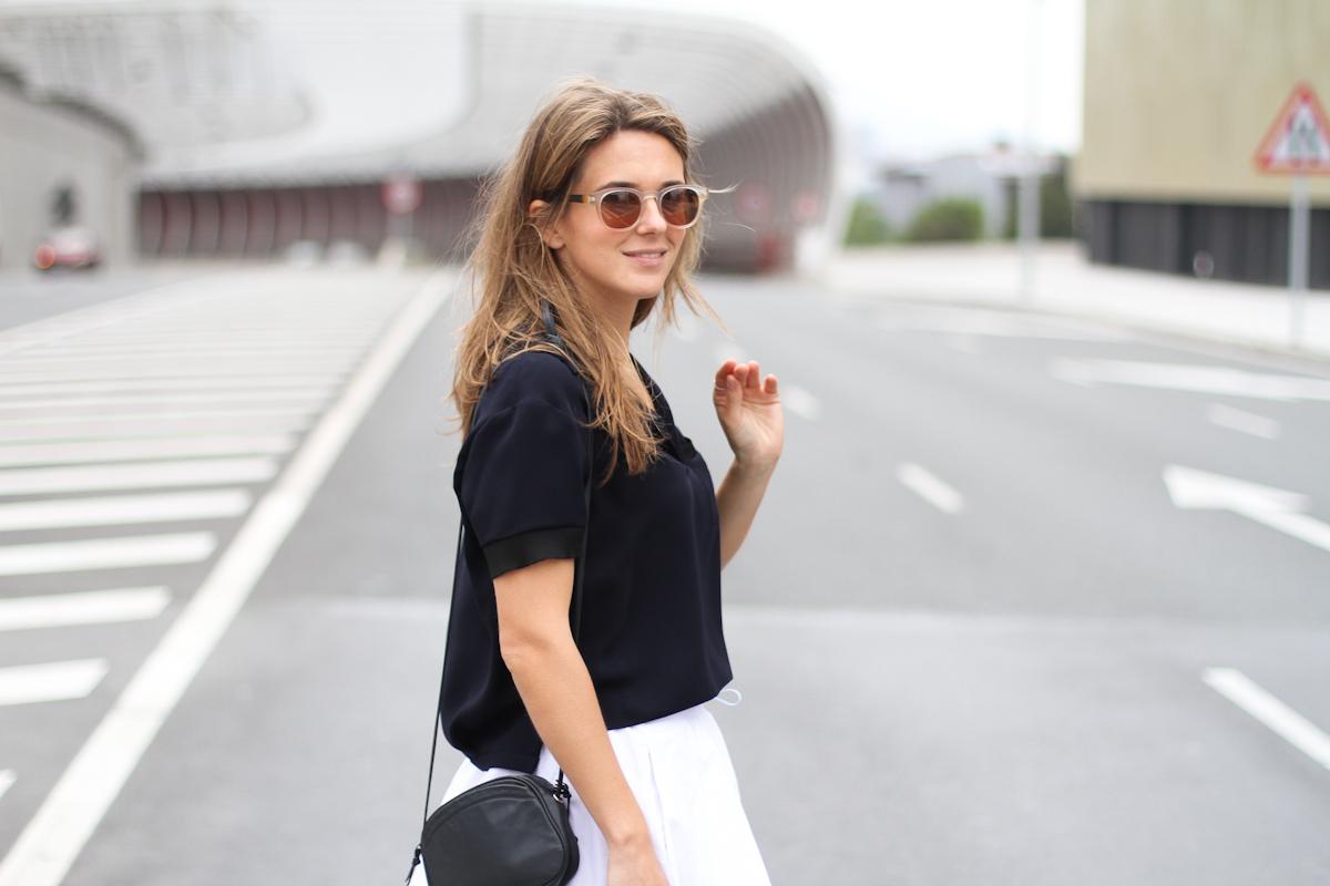 Clochet_outfit_streetstyle_zara_white_midi_skirt_birckenstock_arizona_-8