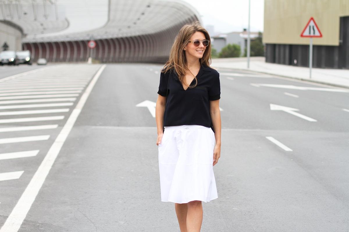 Clochet_outfit_streetstyle_zara_white_midi_skirt_birckenstock_arizona_