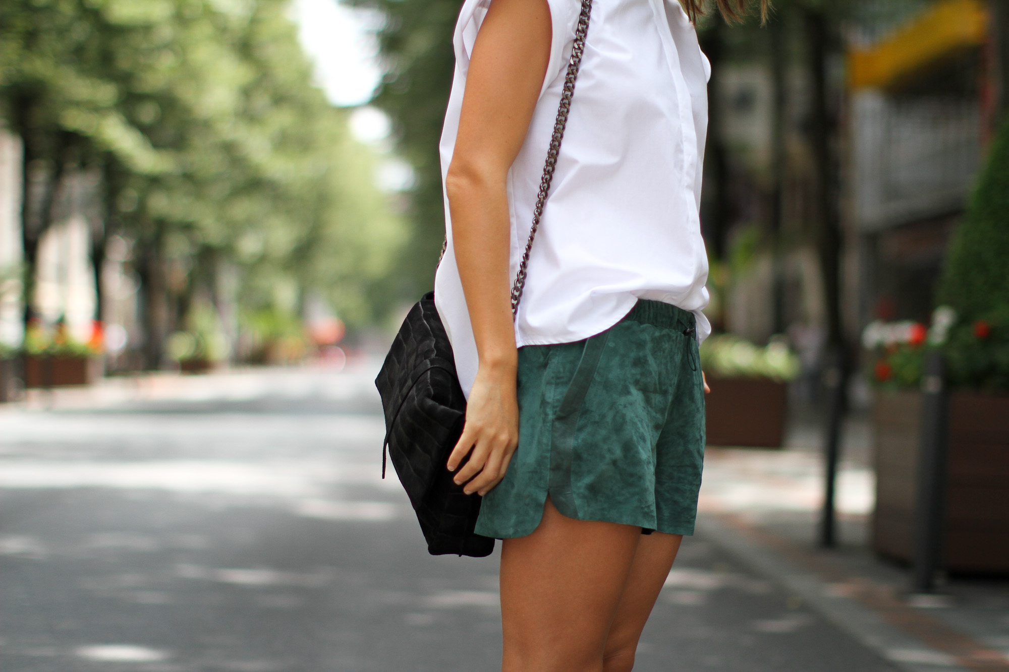 Clochet_h&m_trend_suede_running_shorts_white_platforms_-3