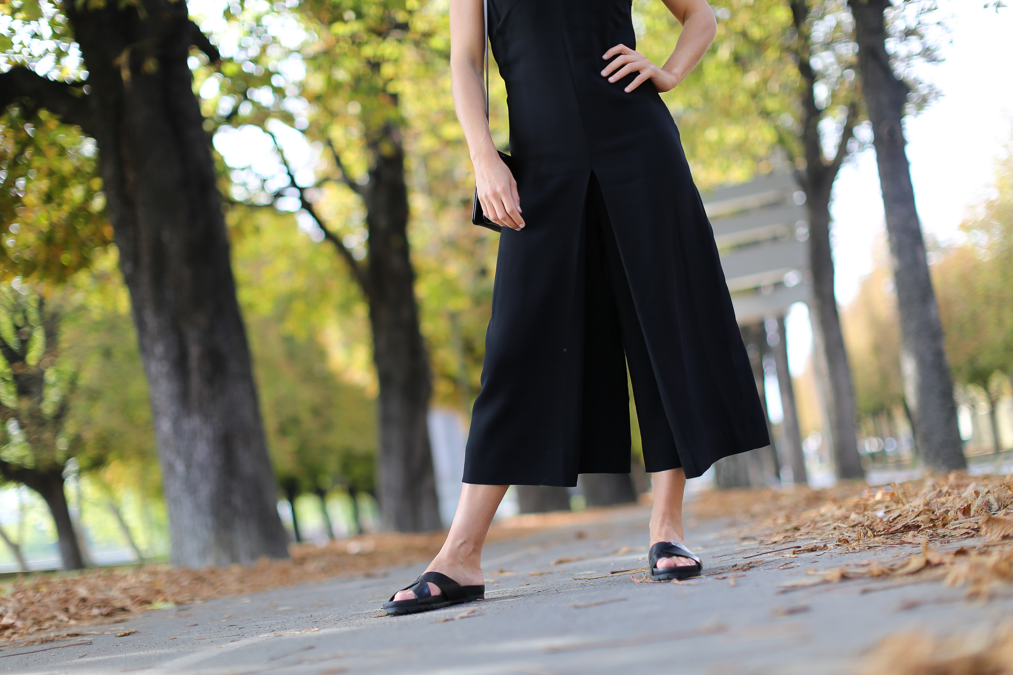 Clochet-paris-fashion-week-streetstyle-zara-jumpsuit-sliders-celine-trio-bag-1-6