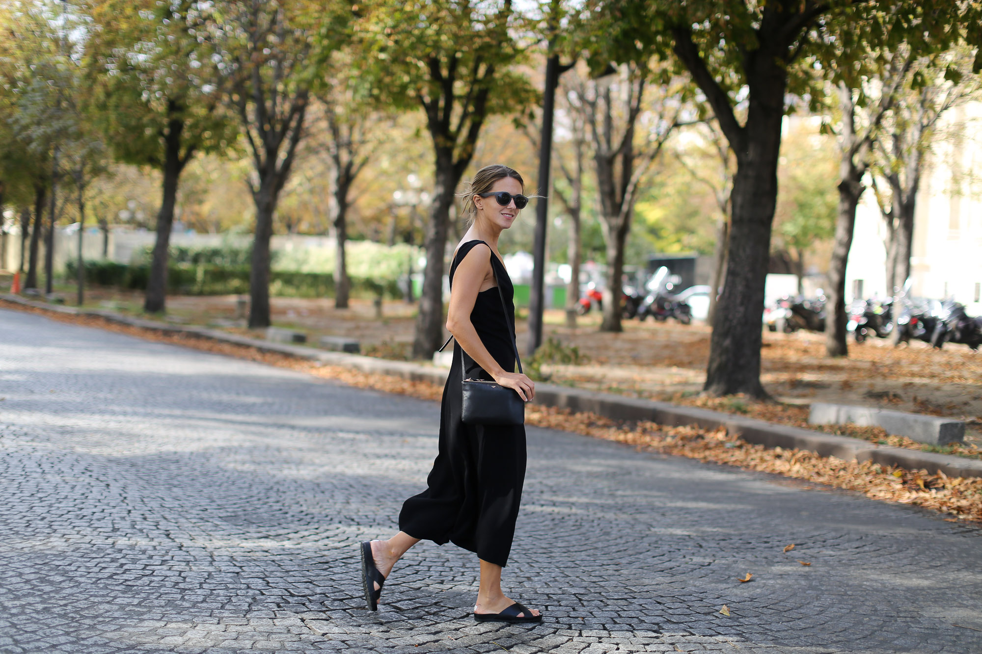 Clochet-paris-fashion-week-streetstyle-zara-jumpsuit-sliders-celine-trio-bag-1-8