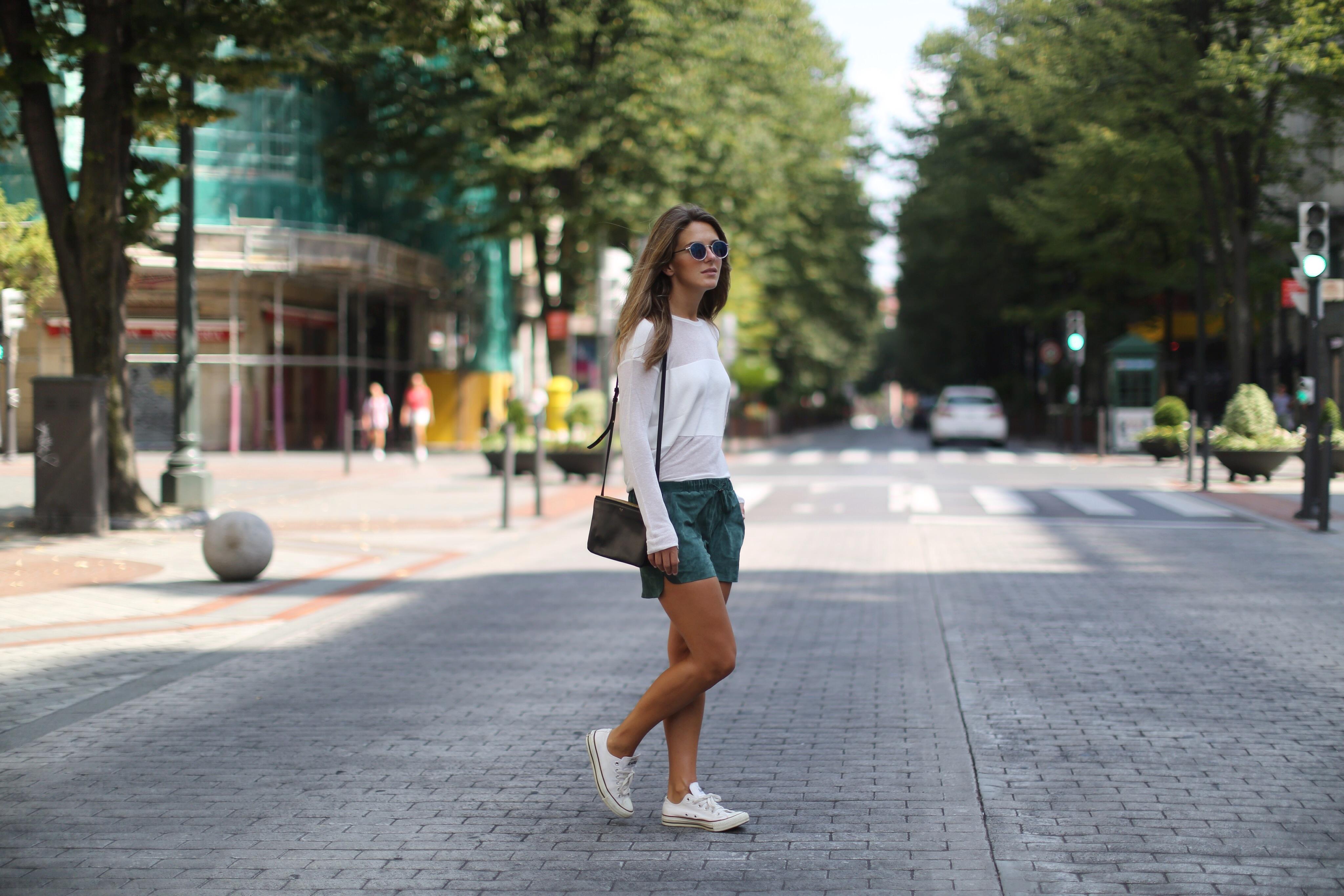 Clochet_h&m_trend_suede_shorts_converse_celine_trio_bag_01