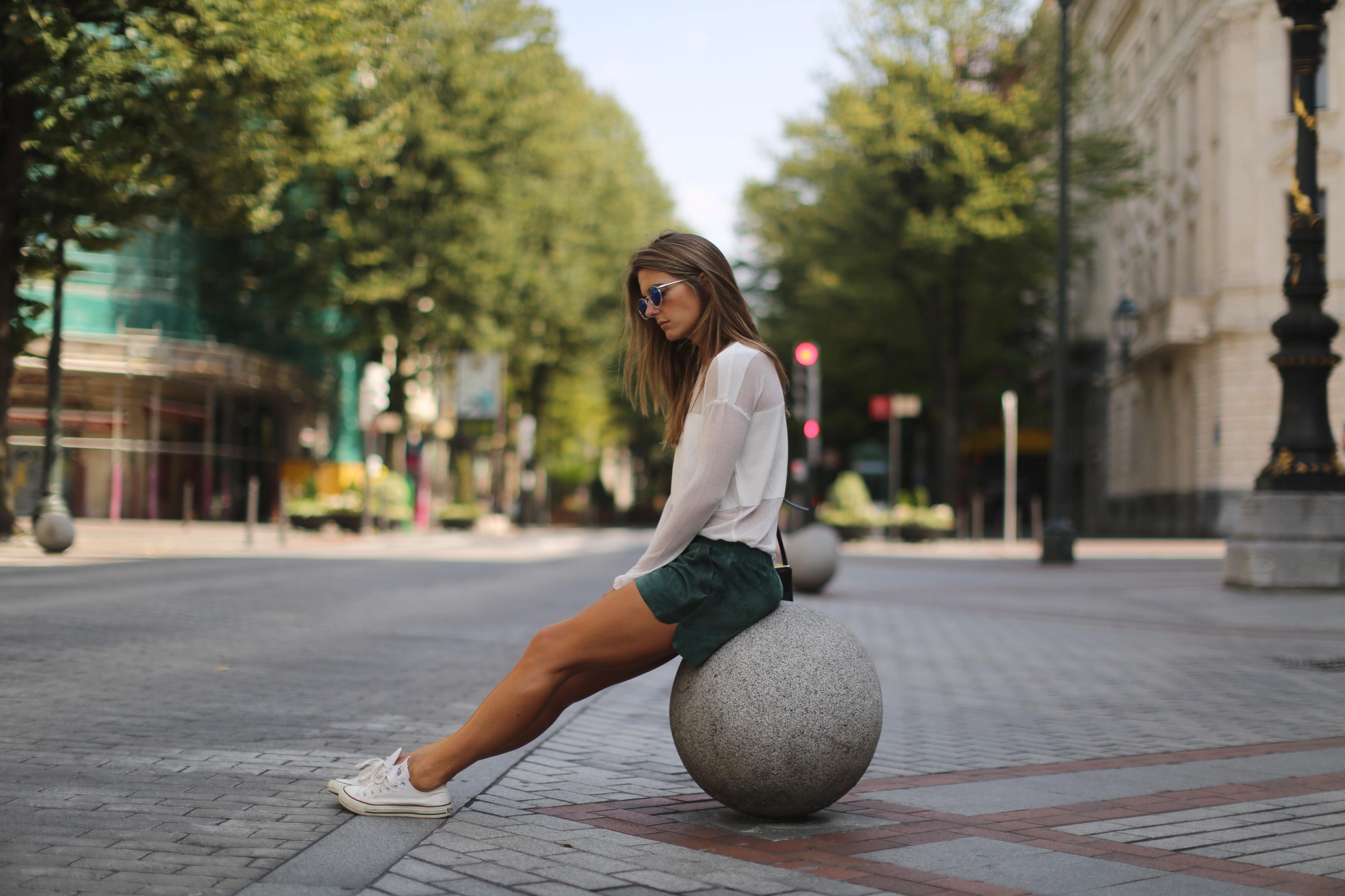 Clochet_h&m_trend_suede_shorts_converse_celine_trio_bag_03