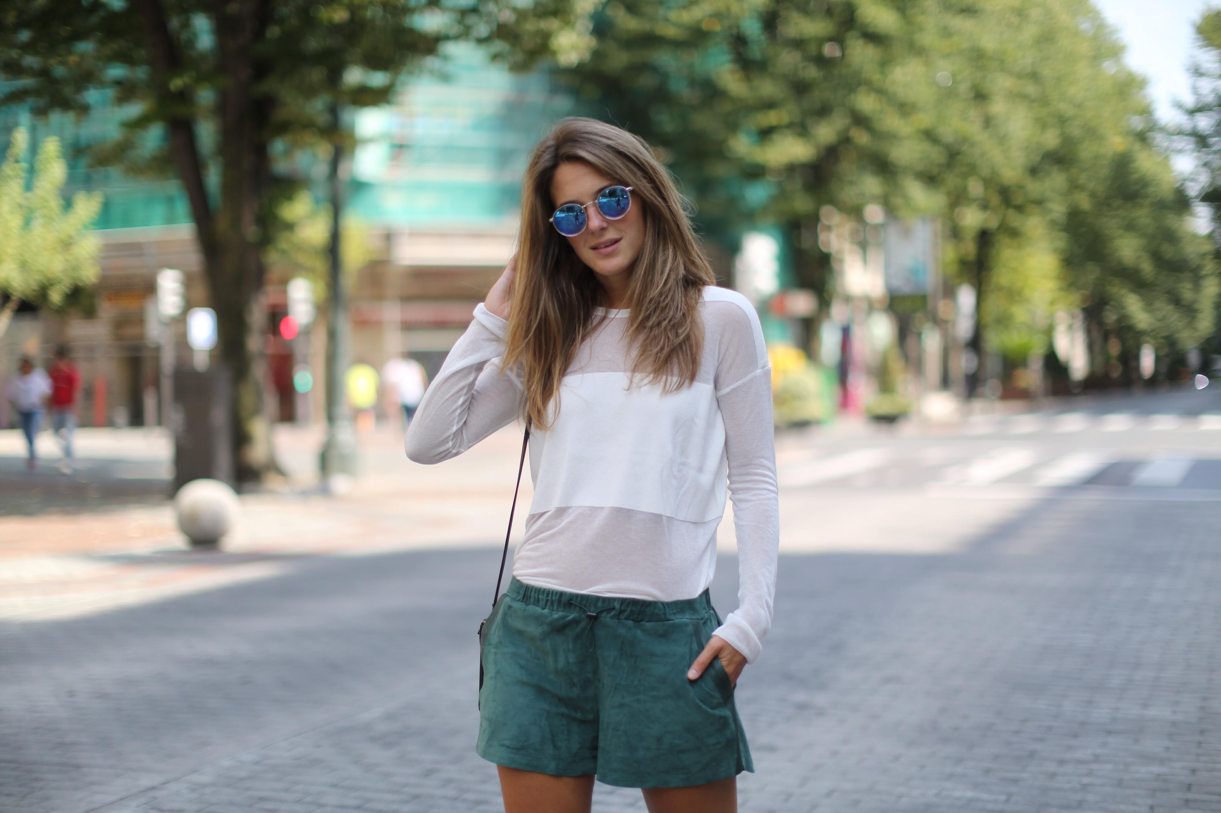 Clochet_h&m_trend_suede_shorts_converse_celine_trio_bag_05