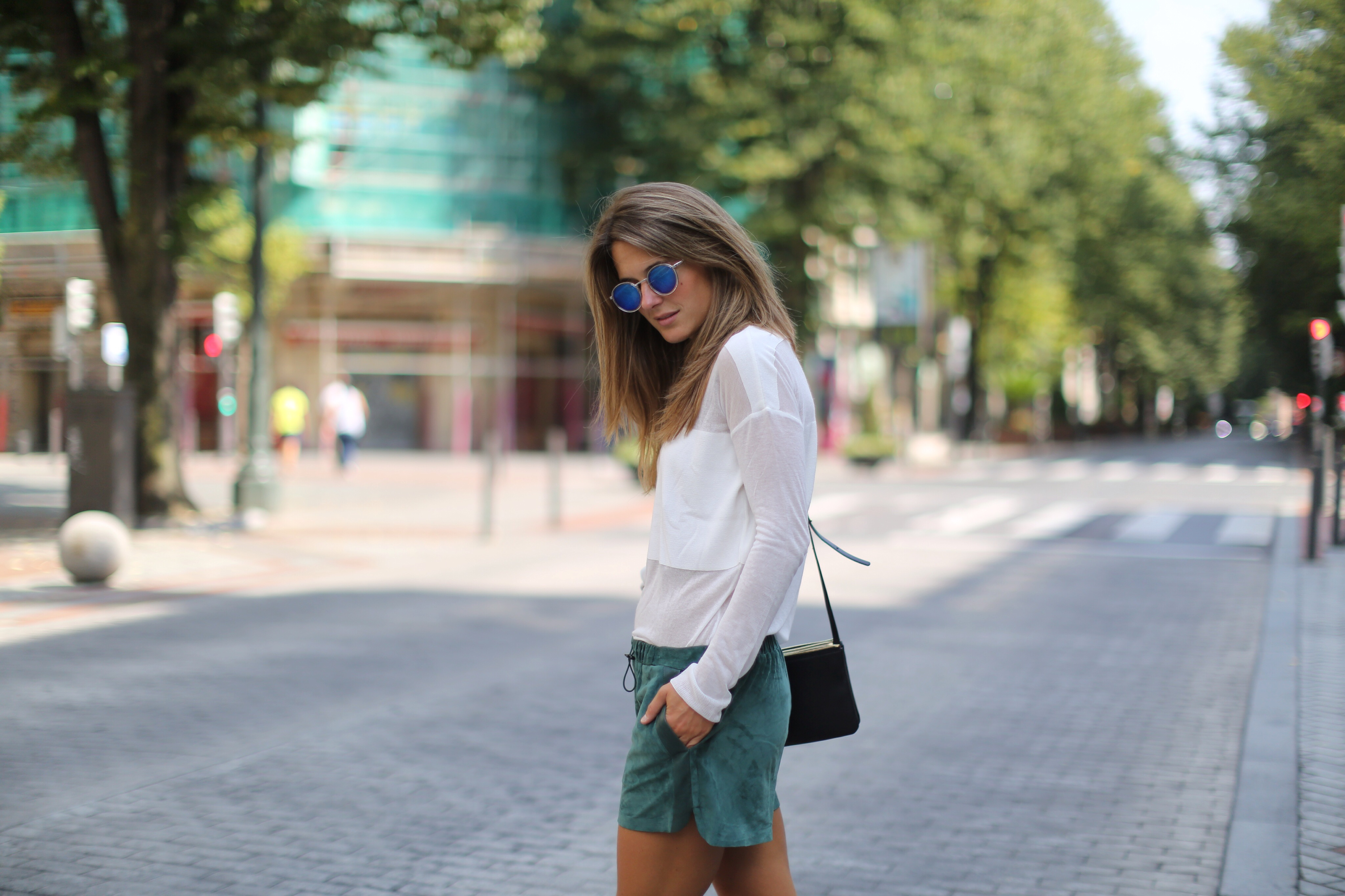 Clochet_h&m_trend_suede_shorts_converse_celine_trio_bag_06