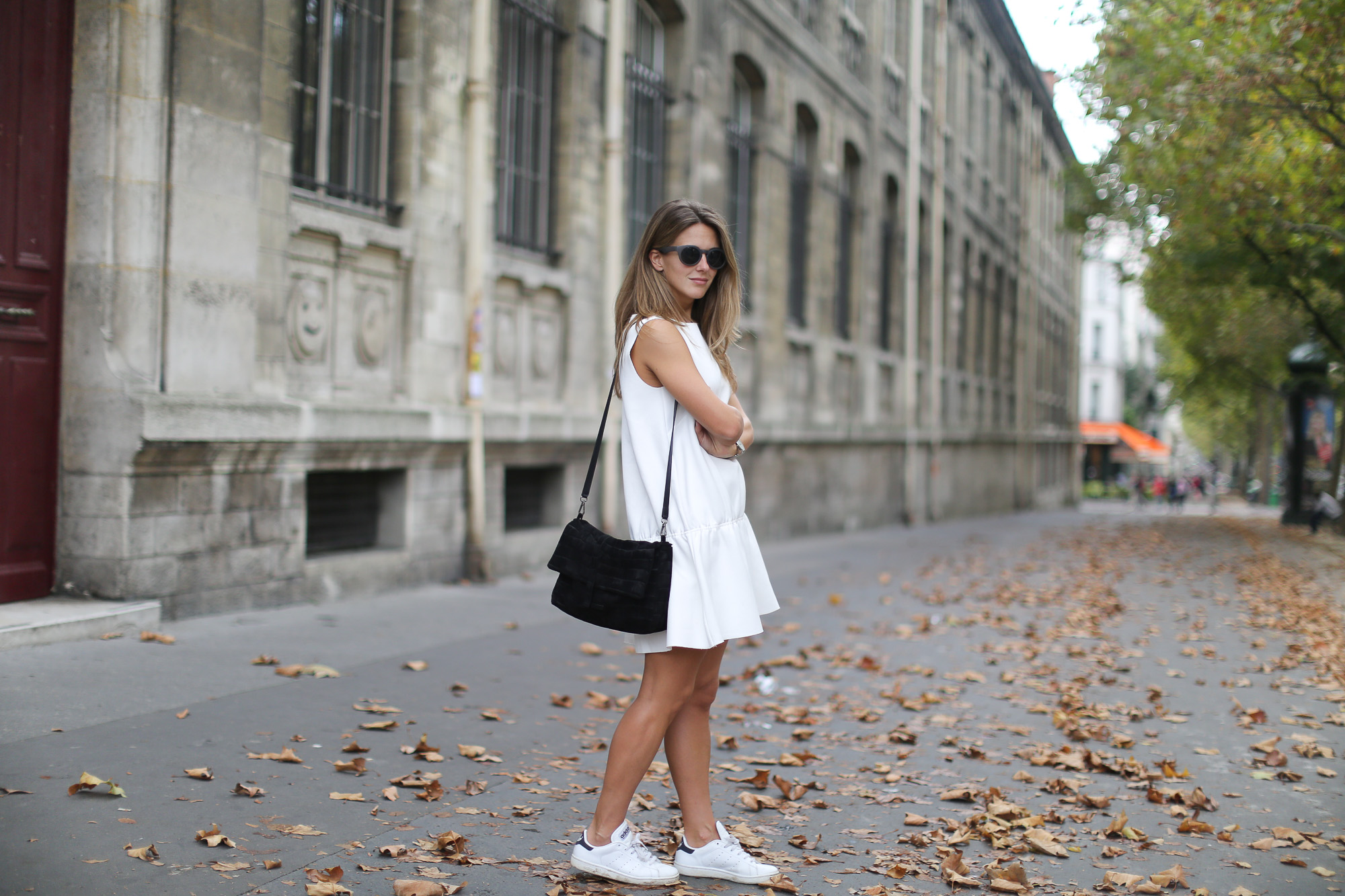 Clochet_paris_h&m_trend_white_neoprene_dress_adidas_stan_smith-1-14