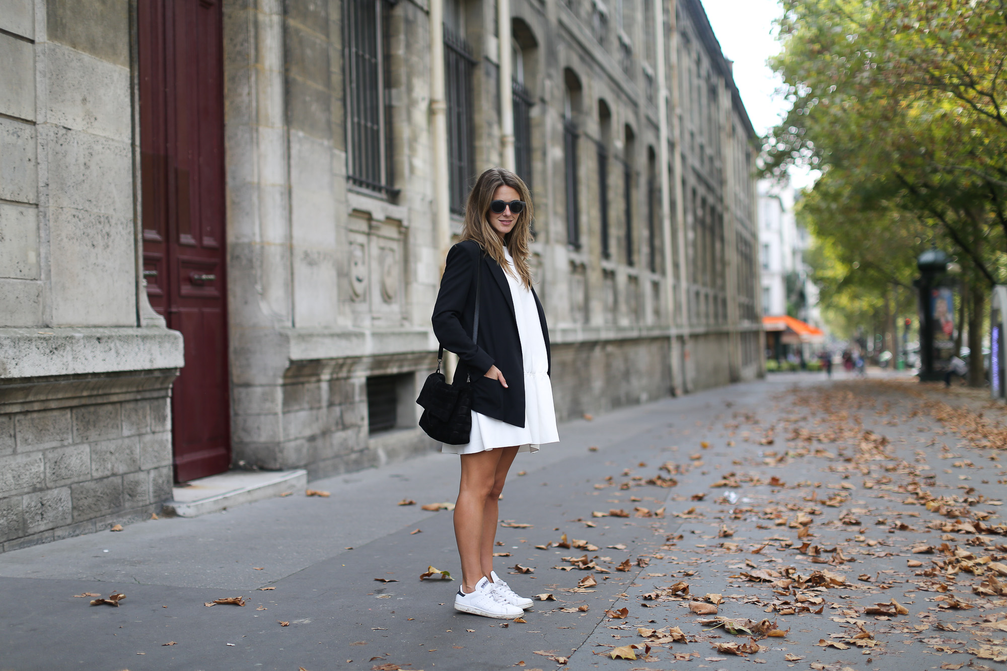 Clochet_paris_h&m_trend_white_neoprene_dress_adidas_stan_smith-1-5
