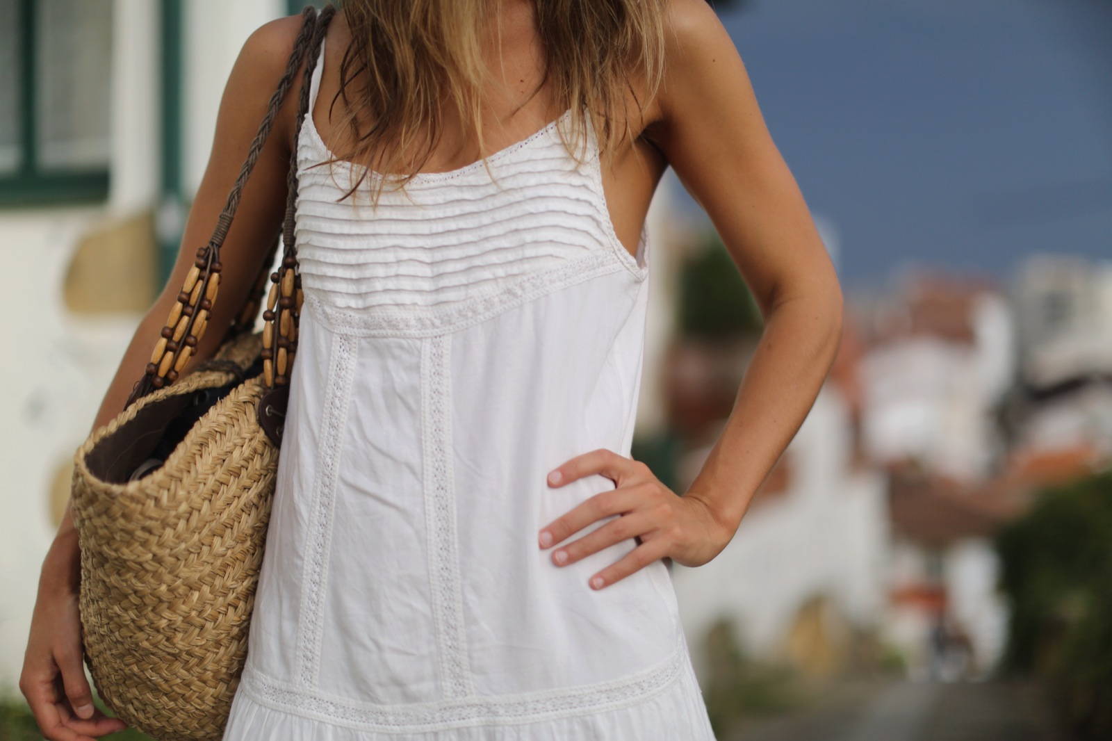 Clochet_suiteblanco_white_boho_dress_zara_fedora_hat_straw_basket_07