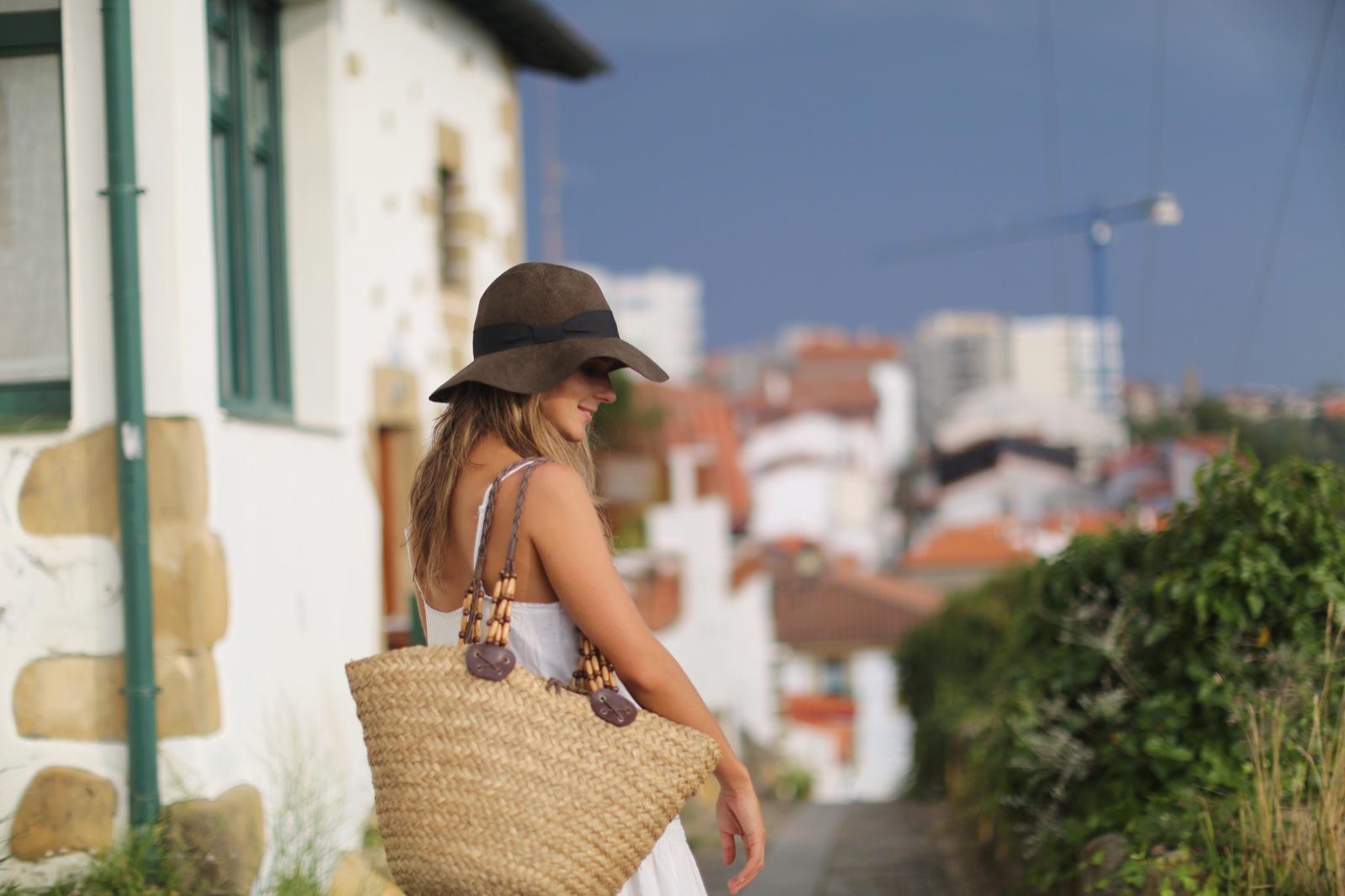 Clochet_suiteblanco_white_boho_dress_zara_fedora_hat_straw_basket_09