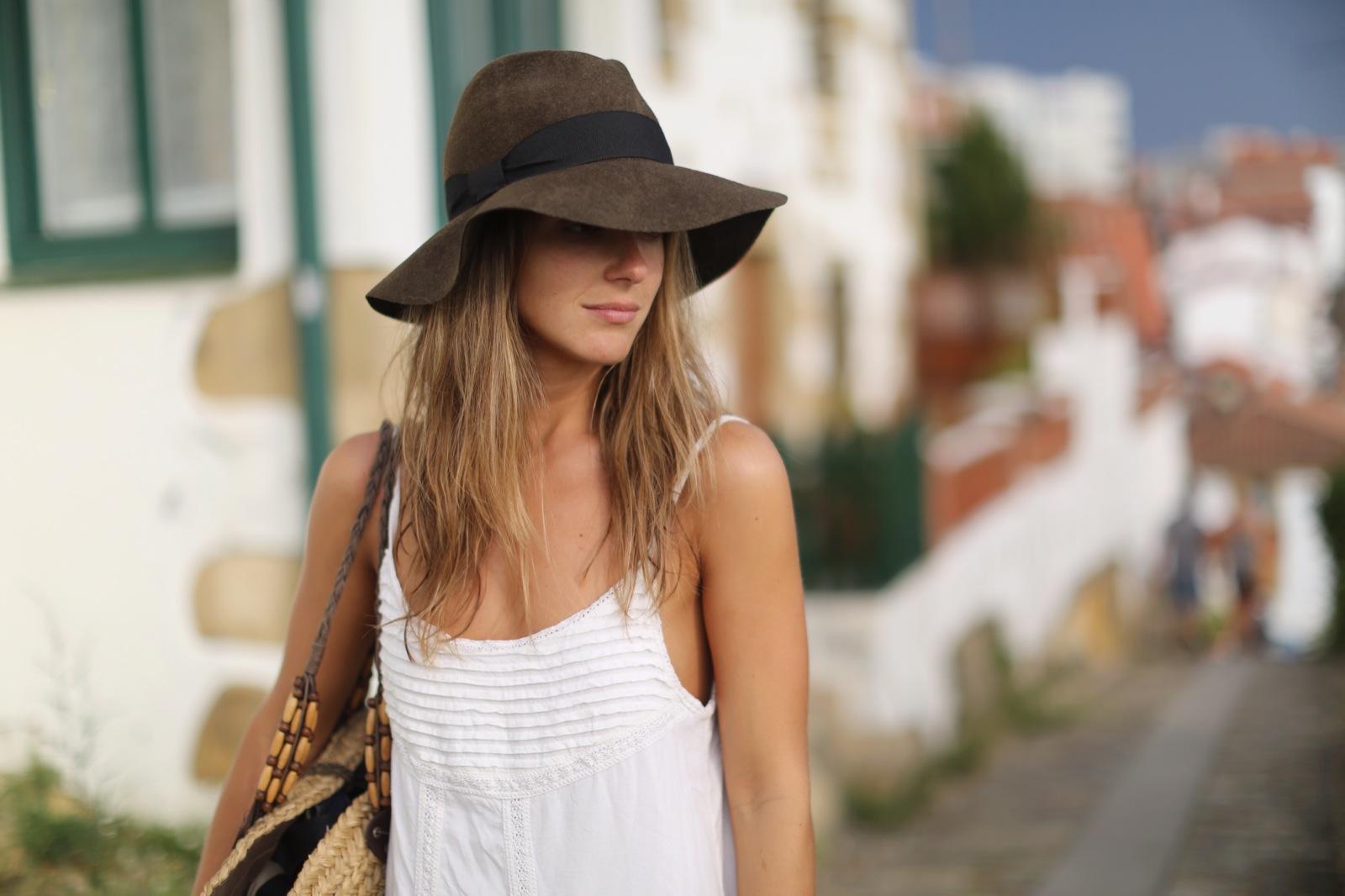 Clochet_suiteblanco_white_boho_dress_zara_fedora_hat_straw_basket_10